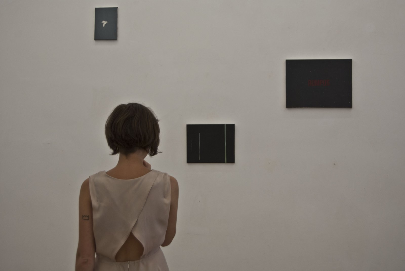 Leticia Villa durante el montaje de 'Hau' en Galería Alegría