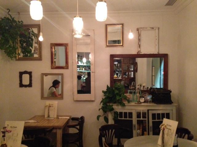 7. The Toast Cafe es también el lugar perfecto para una velada cultural.