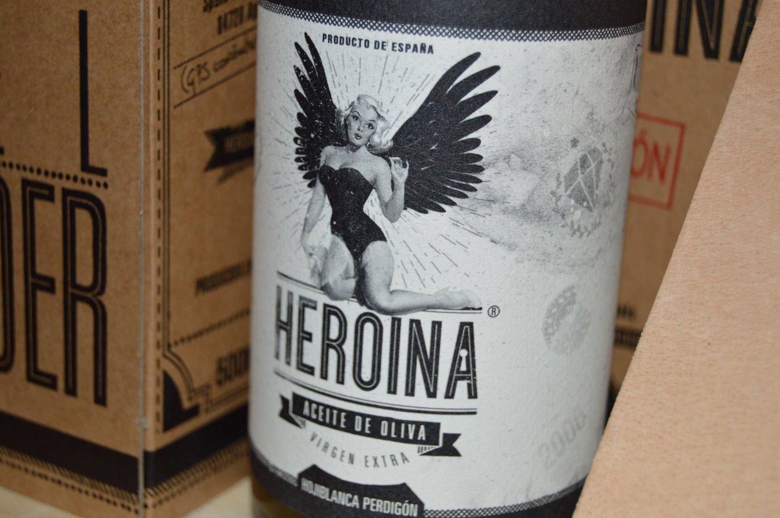 Botella de aceite de la marca Heroína.