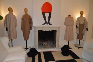 Abrigos y faldas de Sybilla.