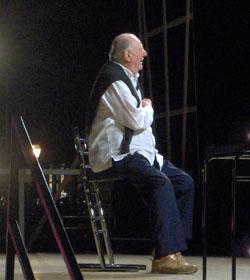 Dario Fo durante un espectáculo en Lerici