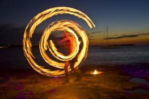 fuego-playa-ibiza-pilotfoto