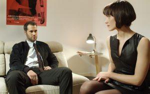 Richard Sahag y Mónica en 'Neuroworld'.