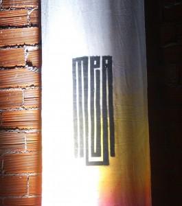 Cartel del MEA3 a la entrada del Club Peruche