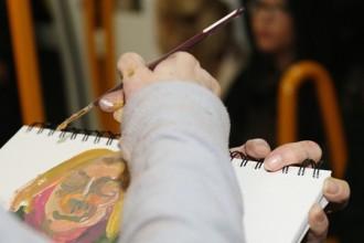 Claire de Montlicavault dibujando en el metro.
