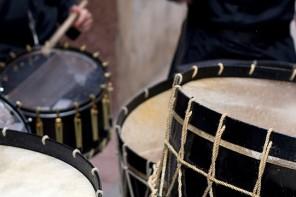 Fotografías, pinturas, cine y estruendo de tambores en el Bajo Aragón
