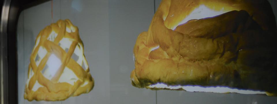 Lámparas hechas con pan. Exposición TAPAS. Spanish Design for Food.