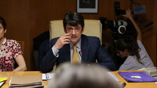 Manolo Solo encarna al juez Ruz.