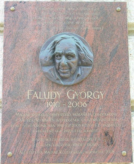 Una placa conmemora a Gyorgy Faludy en Budapest.