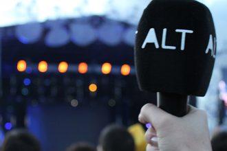 Micrófono de Alt en un festival.