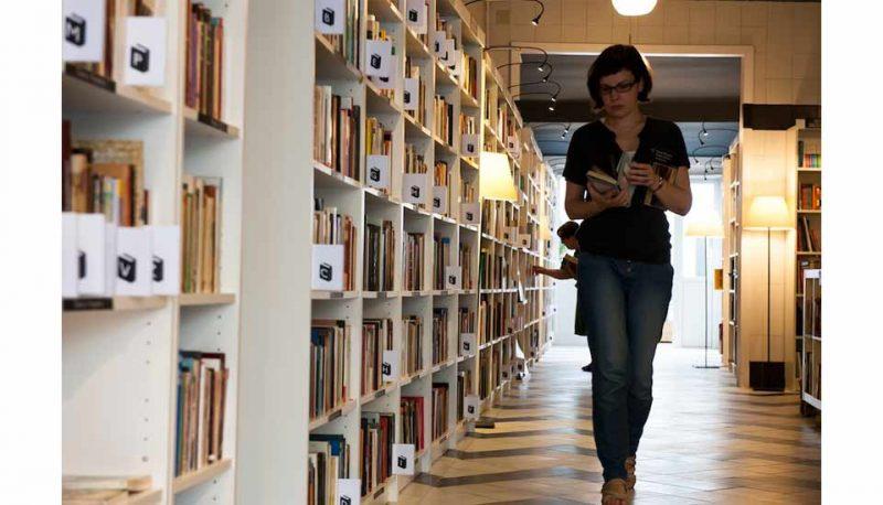 re-read-Mataró-estanterías