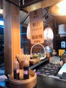 Puesto de baos en Yatai Market.