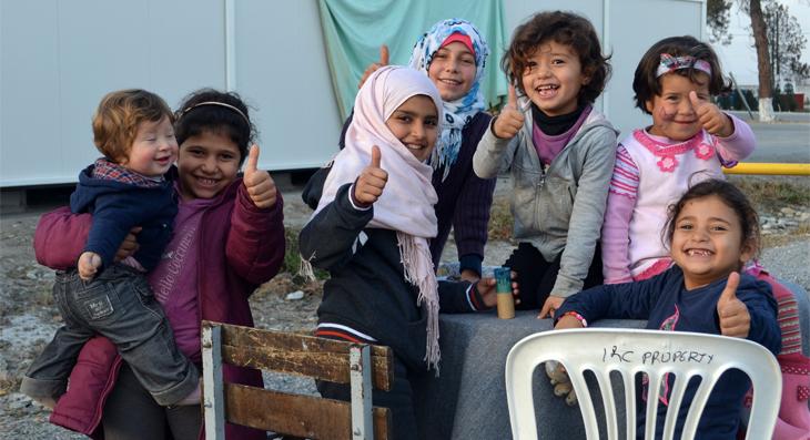 Niñas en un campo de refugiados.