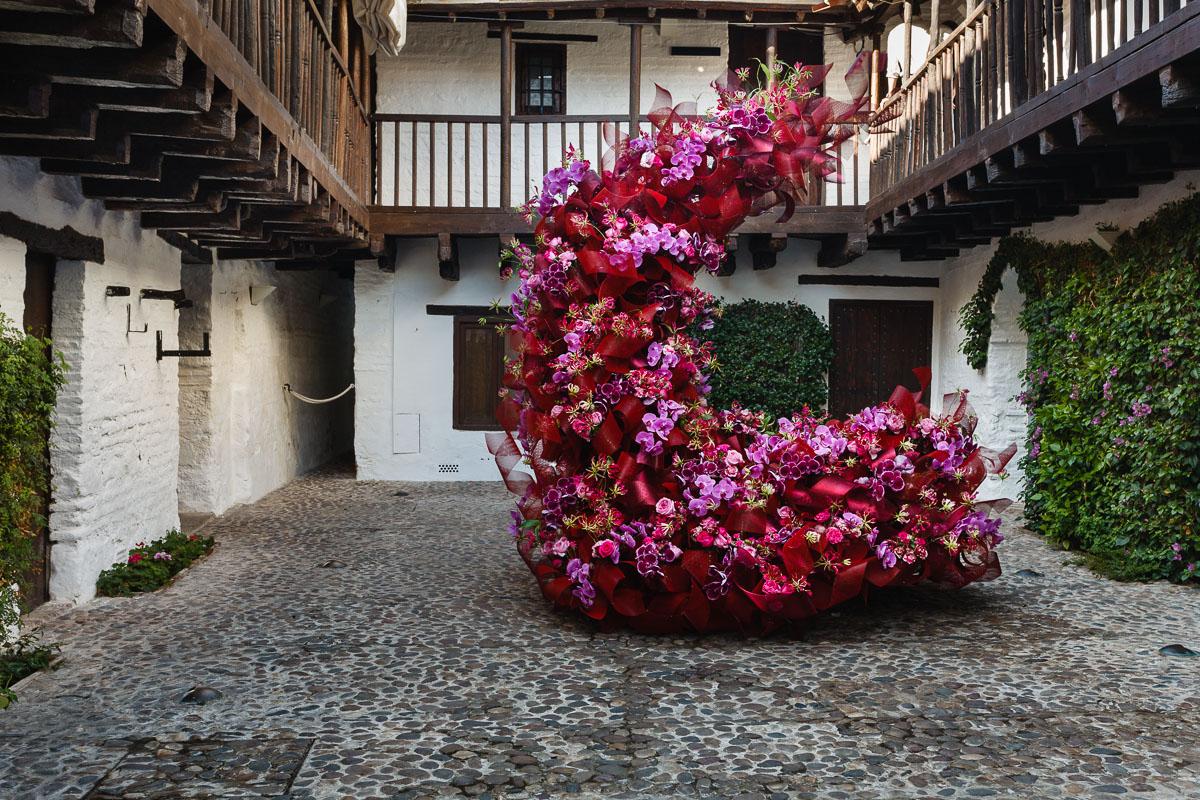 Reinterpretación de los artistas florales Natasha Lisitsa y Daniel Schultz.