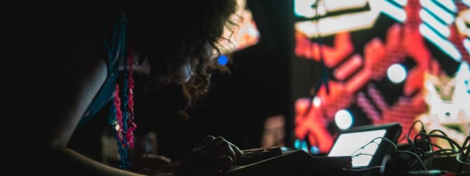Raquel Meyers en una performance.