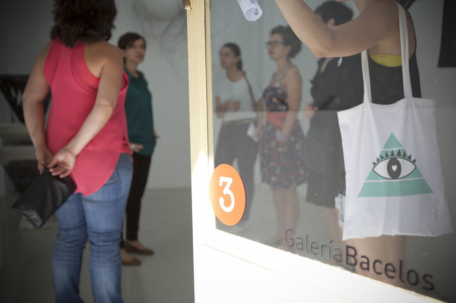 Entrada a Galería Bacelos. Expo 'Pareidolia'