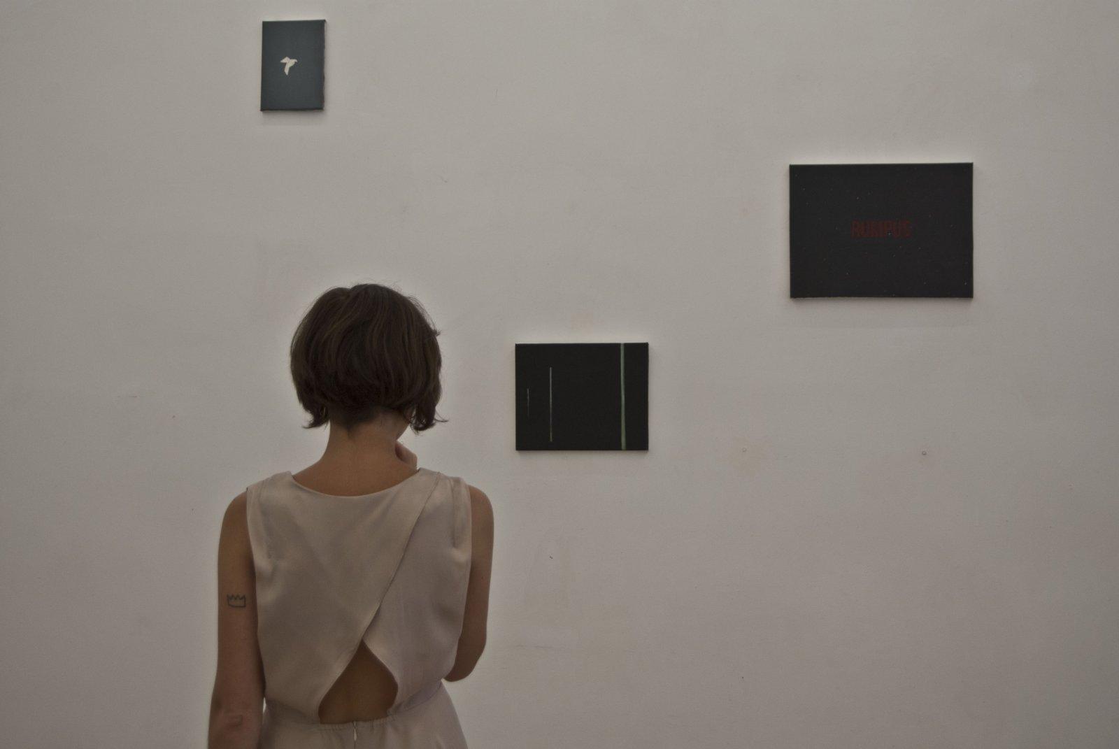 Leticia Villa Durante El Montaje De \'Hau\' En Galería Alegría