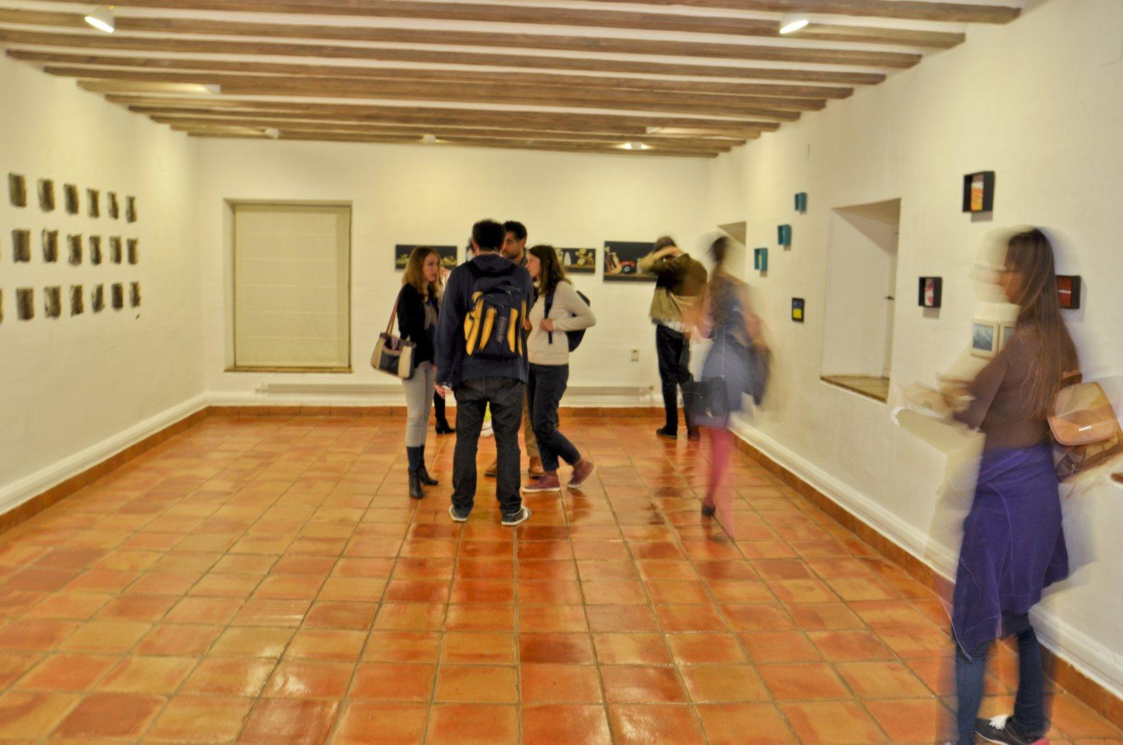 16. Visitantes en la sala de exposición de Extendido 2013.