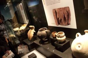 4. Restos de objetos árabes encontrados en los silos, agujeros en los que acababa toda la basura generada entonces.