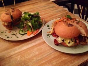 2. Hamburguesa BBQ y Hamburguesa Texana; importante atreverse con el picante.