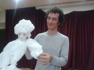 Bolsas de plástico que dan vida a una muñeca.