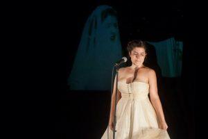 Carlota Gaviño dando vida a una particular Julieta