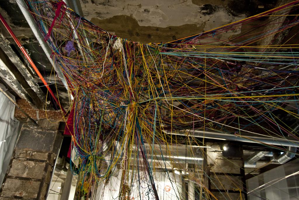 Instalación de tejido en la Bienal iberoamericana de diseño.