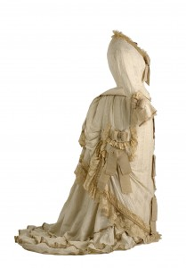 jaulas-doradas-museo-traje