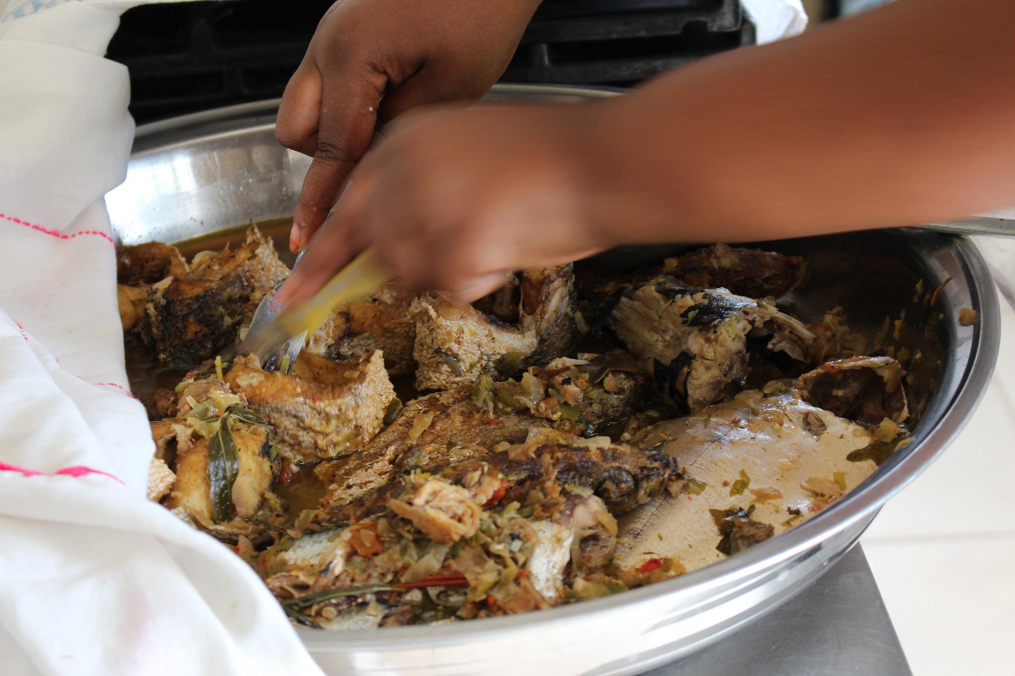 Ceebu jen, o thiéboudienne, pescado marinado, el plato nacional del Senegal.