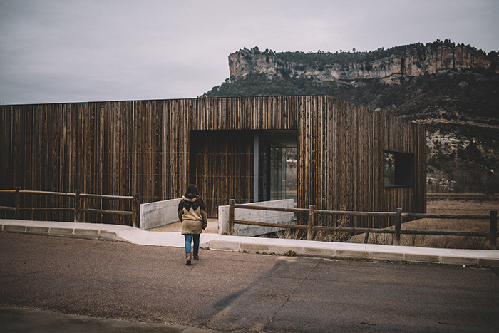 Llegando al Centro de Interpretación de la Naturaleza, en el Parque de El Hosquillo (Uña, Cuenca). Foto: Carlos Bueno.