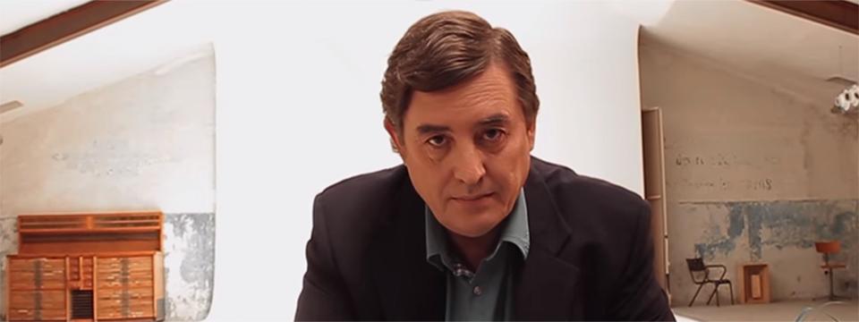 Luis García Montero, en una imagen de 'Aunque tú no lo sepas'.