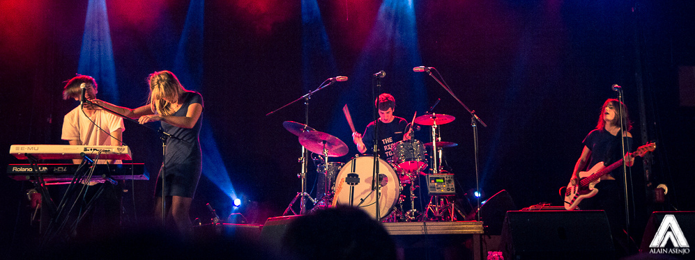 Belako durante una actuación en directo.