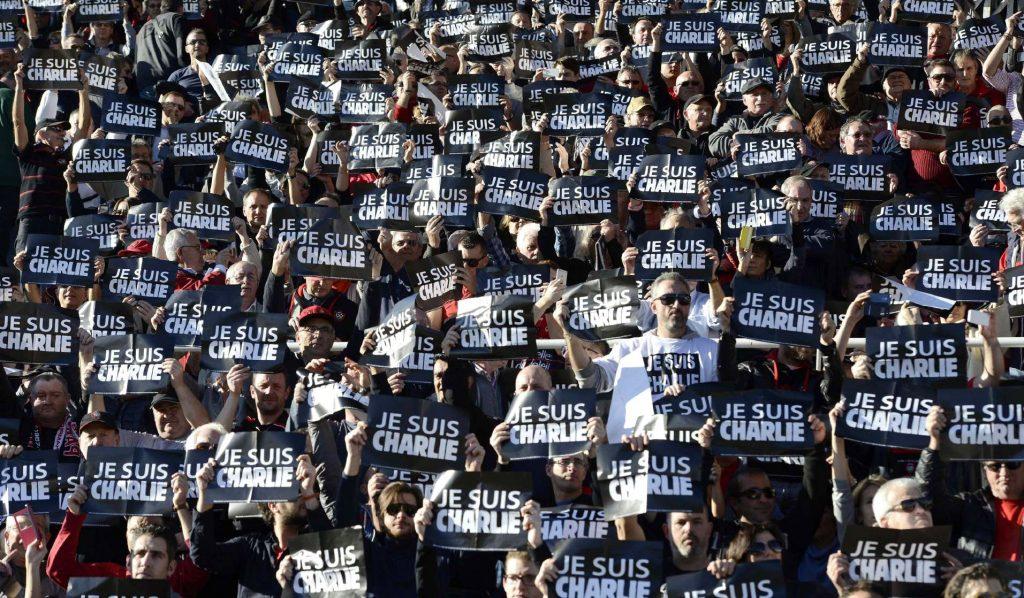 El lema 'Je suis Charlie' se popularizó mucho tras los atentados y se ha ido variando en los posteriores.