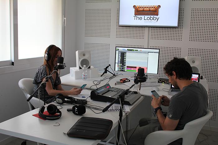 Ana Medina y Molo Cebrián durante una emisión de Alt.