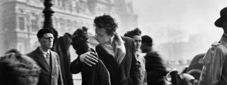 El beso de l'Hôtel de ville, 1950© Atelier Robert Doisneau, 2016