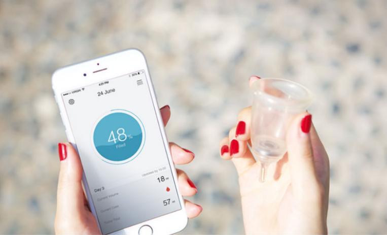 Looncup conectada con un smartphone.