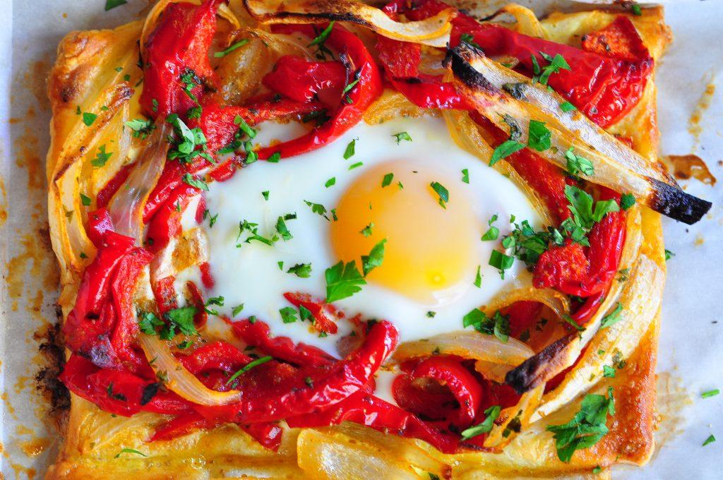 Pimiento rojo y huevo cocido Galette.
