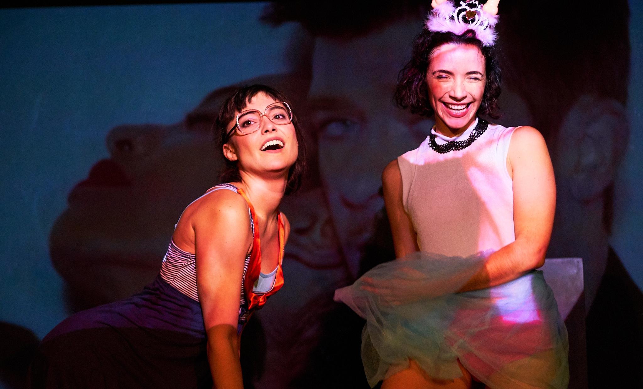 Mónica Miranda y Elisabet Altube durante una función de `NoSoTras´. Foto de Danilo Moroni,