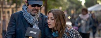 Alfonso Albacete en un rodaje junto a la actriz Ana Fernández.