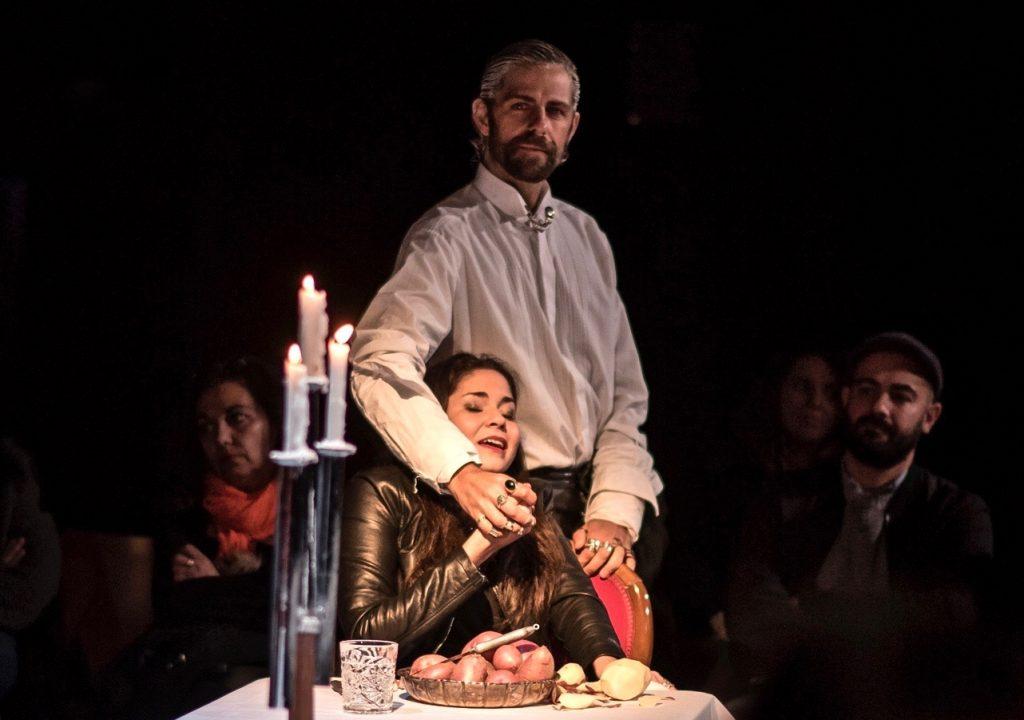 Santi Senso en un momento de la pieza `Casta, peste y eternidad...´.