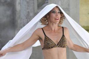 Marta Izquierdo en Madrid: danza, estética trash, tradición y una gallina