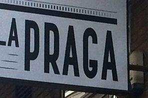 Cruzar el puente y pensar la escena juntos en La Praga