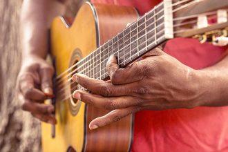 Aprender a tocar un instrumento.