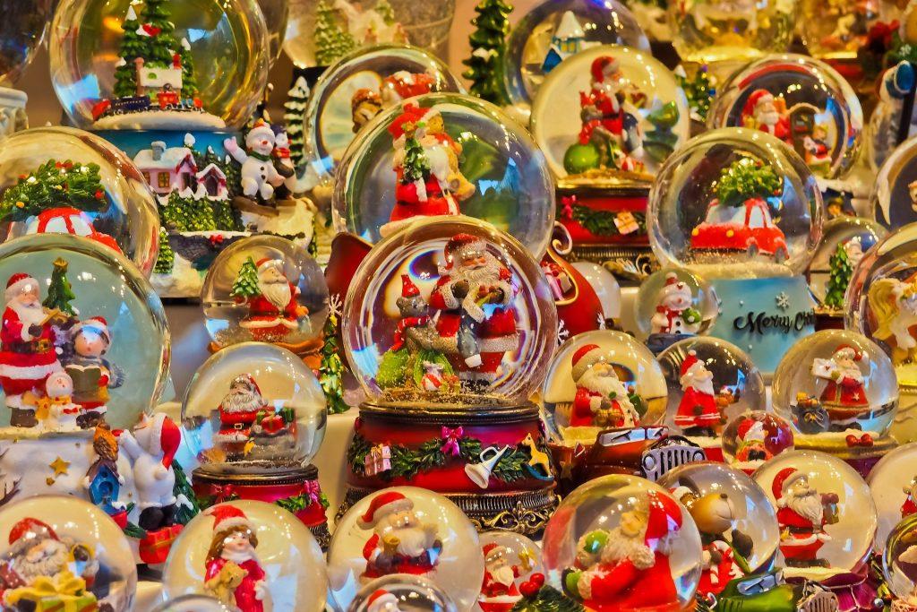 Decoración de Navidad en los mercadillos.