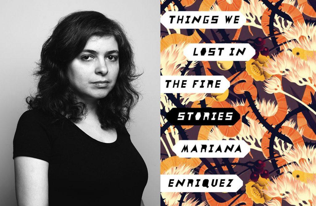 Mariana Enríquez y el libro en su versión en inglés.