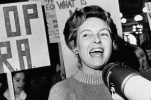 Phyllis Schlafly, la protagonista de 'Mrs. America'.
