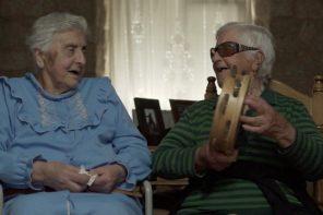 Un viaje por el cancionero popular gallego con el documental 'Dorothé na vila' #CharlasConfitadas