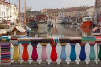 Urban Knitting en un puente italiano.