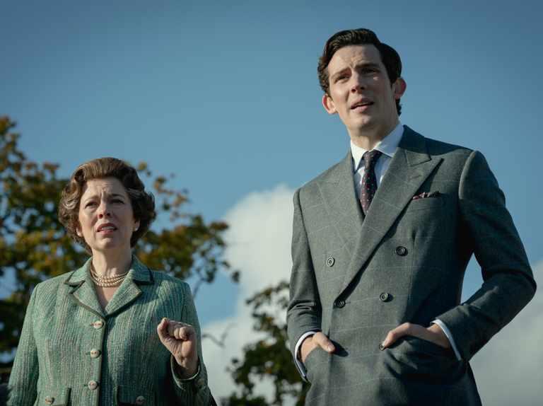 La Reina de Inglaterra y El Príncipe Carlos en 'The Crown'.