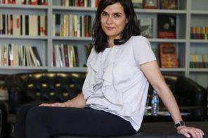 Carolina Sanín relata el deseo de amar a través de una pantalla